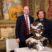 Eike D. Schmidt ed Helidon Xhixha davanti all'opera che l'autore ha donato alle Gallerie degli Uffizi